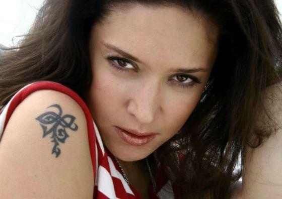 По словам Алены Винницкой, ее татуировка означает «бесконечность»