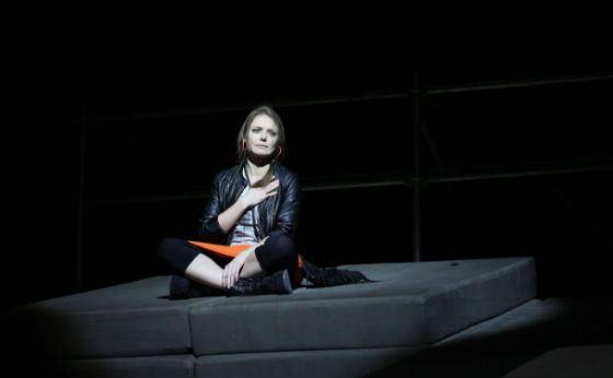 Карина Разумовская на сцене БДТ (спектакль «Пьяные»)