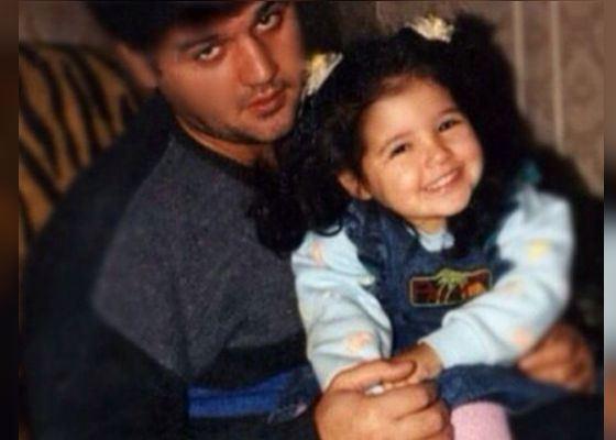 Маленькая Санта Димопулос с отцом