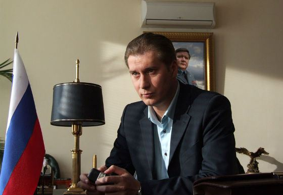Кадр из комедии «Бабло» (2011 год)