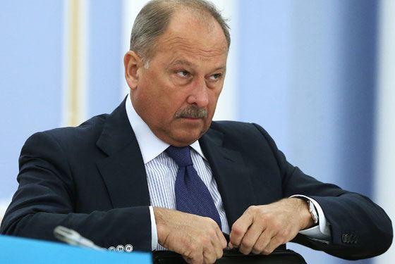 Владимир Дмитриев окончил Московский финансовый институт