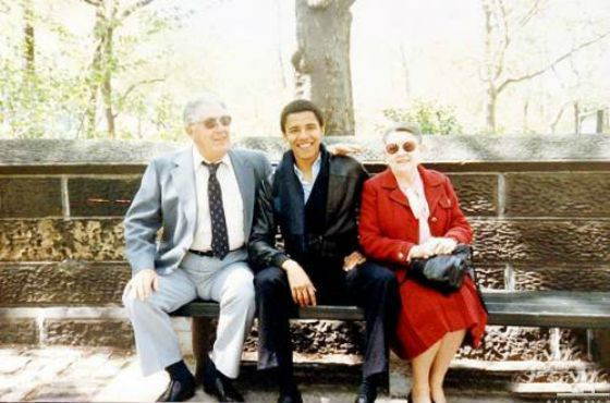 С бабушкой и дедушкой по материнской линии