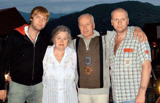 Сергей Светлаков с родителями и старшим братом Димой