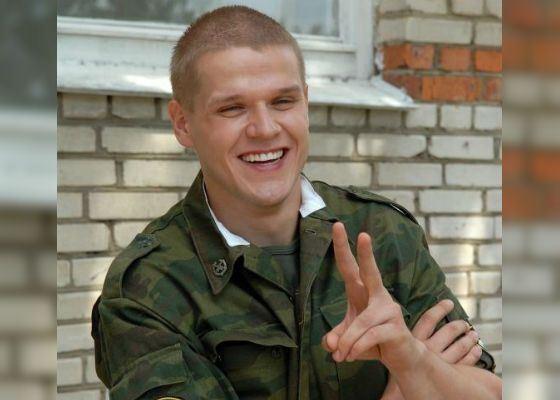 «Солдаты»: Владимир Яглыч в роли рядового Грачева