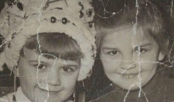Детское фото Ирины Агибаловой (на фото: с сестрой)