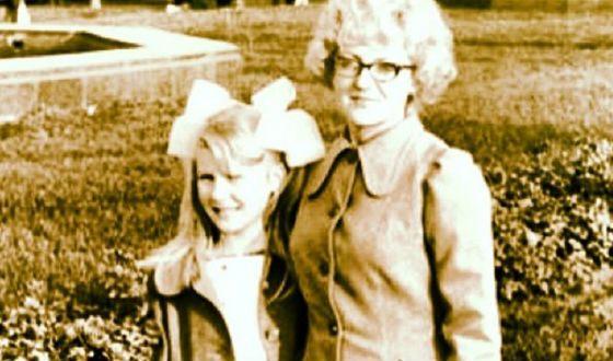Маленькая Рената Литвинова с мамой
