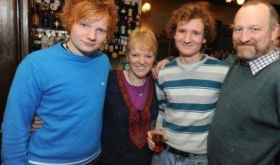 Эд Ширан с родителями и старшим братом