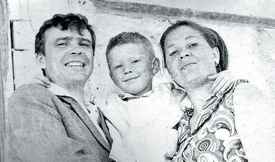 Евгений Миронов с родителями