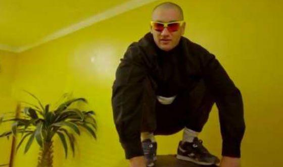 Кадр из клипа «Интро»