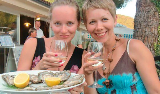 На фото: Виолетта Давыдовская и ее сестра Виктория