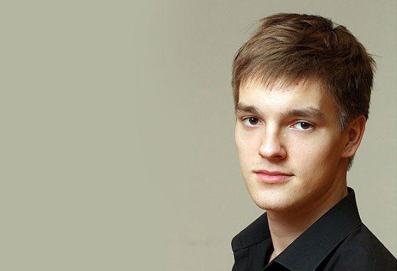 Актер Никита Волков