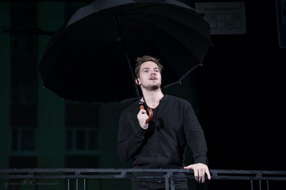 Никита Волков на сцене театра