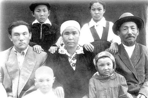 Нурсултан Назарбаев и его семья