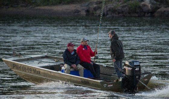 Илья Щербович и Джимми Картер на рыбалке на реке Поной, июль 2014 года