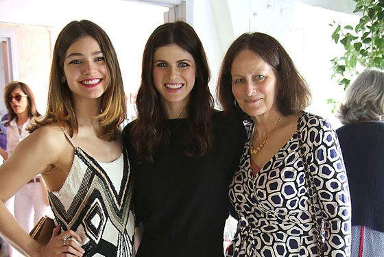 Александра Даддарио с мамой и сестрой