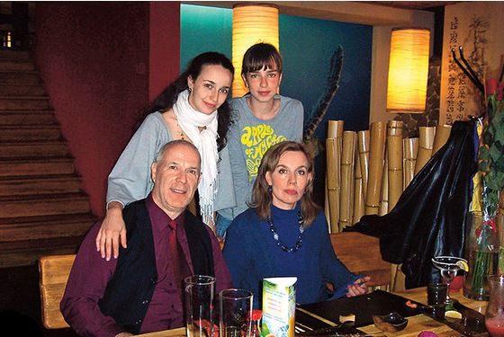 Валерия Ланская с родителями и сестрой