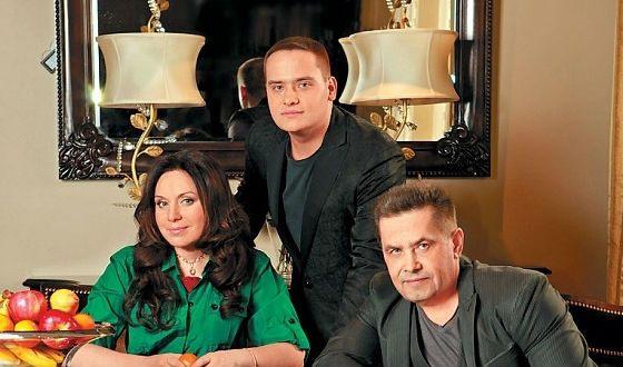 Николай Расторгуев с женой и сыном Николаем