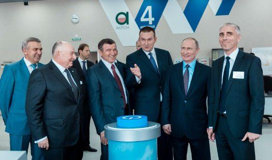 Владимир Путин посетил новый цех «Акрона»
