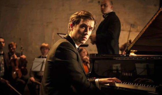 В «Метаморфозисе» Егор Корешков играл на пианино сам