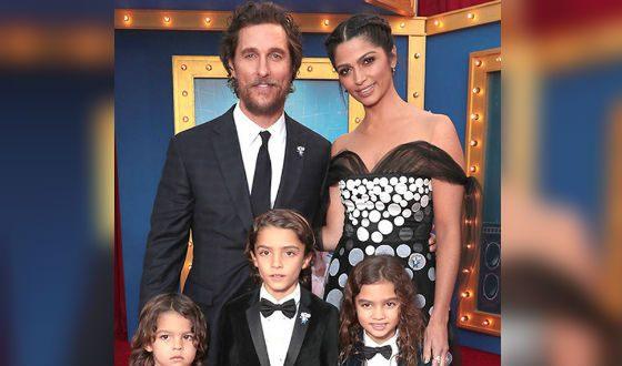 Счастливое семейство: МакКонахи с женой и детьми