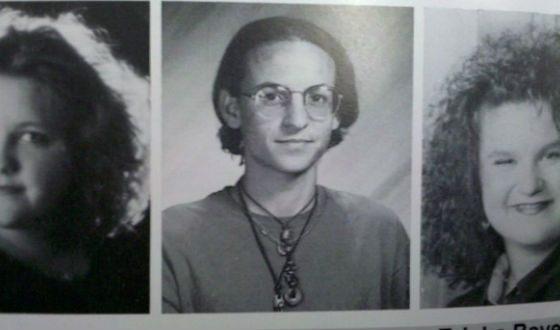 Честер окончил школу в 1994 году (фото из выпускного альбома)