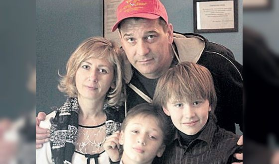 Ярослав Бойко с женой и детьми
