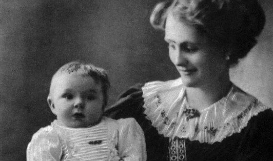 Маленький Жан Маре с мамой