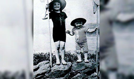 Маленький Жан Маре и его старший брат Анри (1915 год)