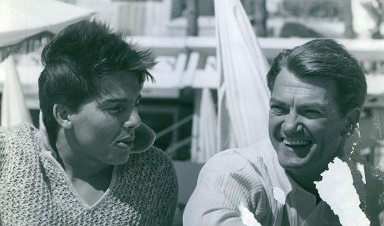 На фото: Жан Маре и его приемный сын Серж