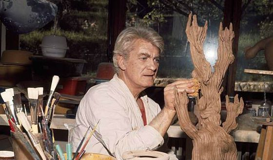 К старости Жан Маре увлекся скульптурой