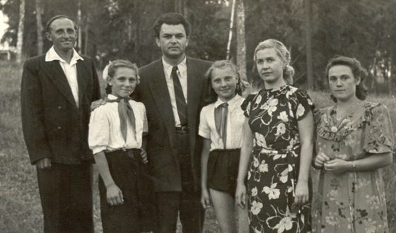 Бондарчук и Макарова в гостях у пионеров (1953 год)