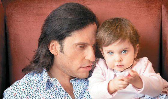 На фото: с младшей дочкой – Амели
