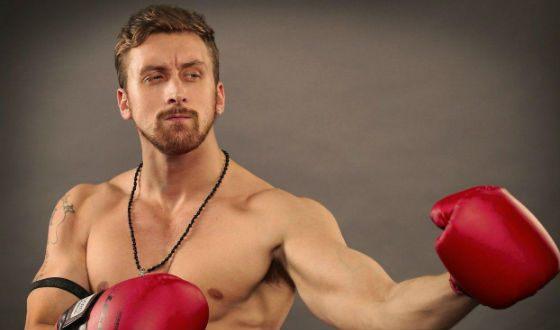 В детстве Данила Якушев профессионально занимался боксом