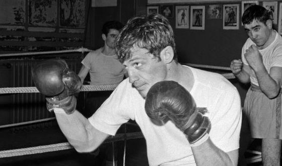 В юности Бельмондо всерьез увлекался боксом