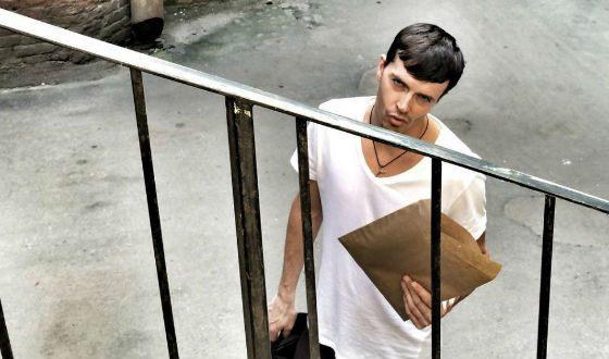 Арсений Попов сам доставляет свои футболки