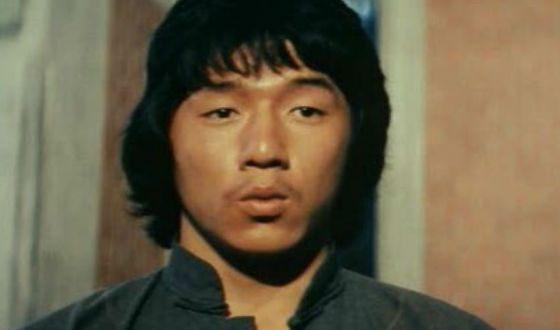 До того как стать известным Джеки Чан работал каскадером