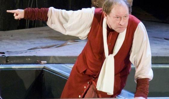Юрий Ицков на сцене театра