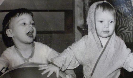 Гузель Хасанова с братом в детстве