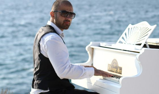 Артем проникся любовью к музыке в детстве
