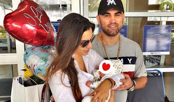 Артем с женой и новорожденным сыном