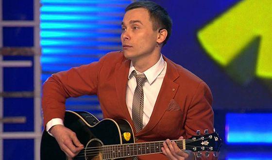 Игру на гитаре Айдар Гараев освоил в юности