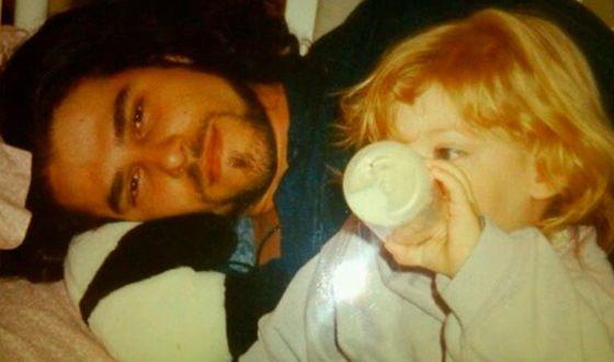 Райли Кио в детстве с отцом