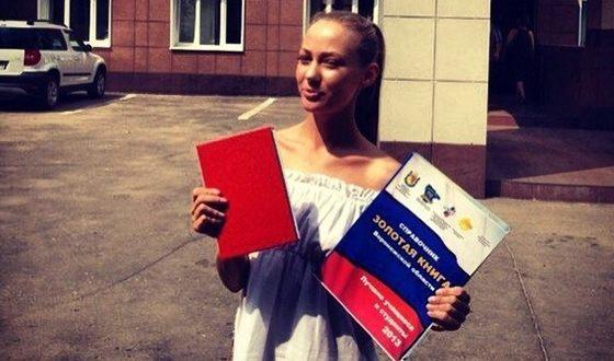 Татьяна Бабенкова окончила Воронежский Государственный Институт Искусств