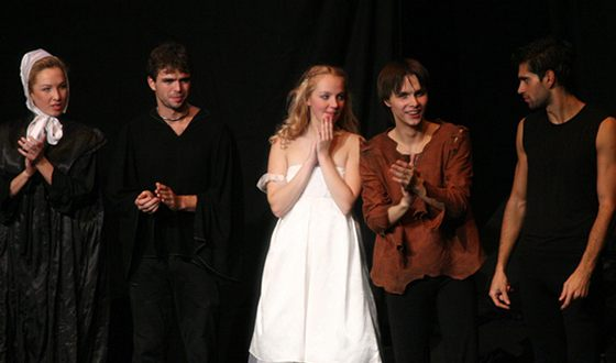 В спектакле «Ромео и Джульетта» Галина Боб играла роль Джульетты