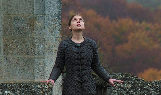 Клеманс Поэзи в роли Жанны д`Арк («Молчание Жанны»)