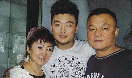 Анатолий Цой и его родители