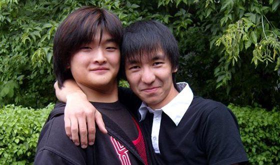 Анатолий Цой в юности (слева)