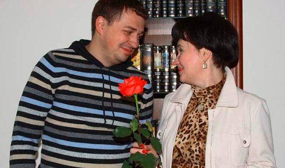 Олег Верещагин окончил высшую школу экономики в Перми (на фото с директором школы Галиной Володиной)
