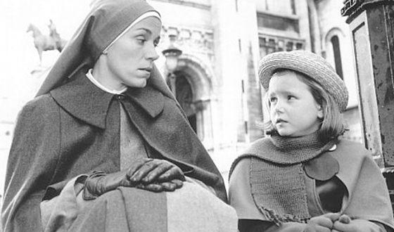 Религиозные родители воспитывали Фрэнсис в строгости (кадр из фильма «Мадлен», где МакДорманд сыграла роль мисс Клавель)