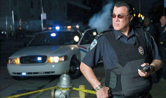 Стивен Сигал не только играет полицейских